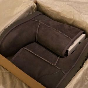 Size 8 gray UGG boots, brand new, used twice.